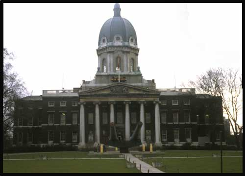London's Imperial War Museum, with 16-inch guns ©1977 UrbisMedia