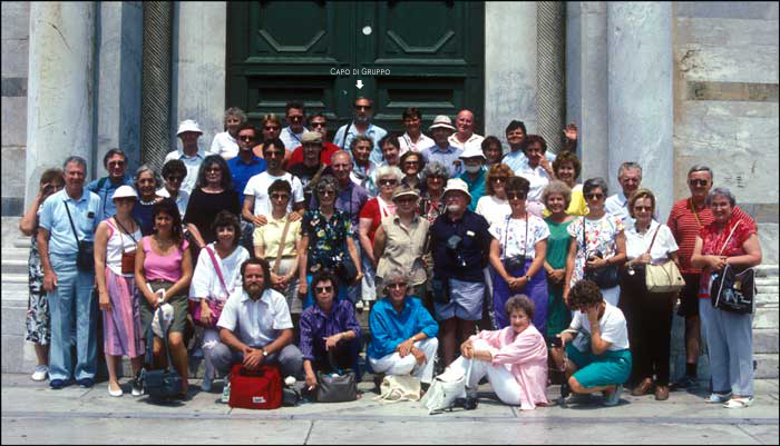 My group, mingled with that of another tour professor in Florence © 1987, UrbisMedia