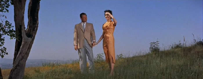 "William Holden and Jennifer Jones on a ""high and windy hill"" in Hong Kong © 1955, 20th Century Fox"